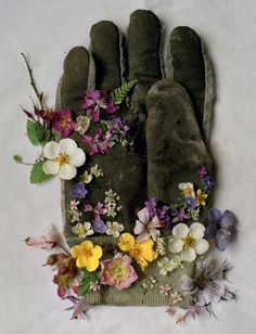 garden glove with blossoms