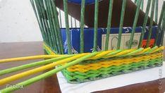 Плетение которое я вам покажу применимо для изделий у которых количество главных трубочек кратно 4 (делится на 4). Вставляем 4 трубочки нужного вам цвета как изображено на фото. фото 8