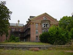 Taunton State Hospital, Taunton, Mass. -opened in 1854.closed in 1976 due to stories of torture,experiments, murder - screams are heard, loud noises, cries for help, apparitions seen throughout
