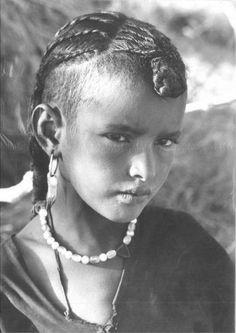 Abdeslam KHELIL  From Portraits de jeunes filles, Algérie, années 1960-1970