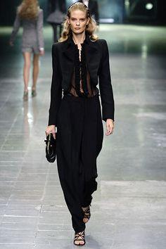 Alexander McQueen Spring 2006 Ready-to-Wear Fashion Show - Julia Stegner