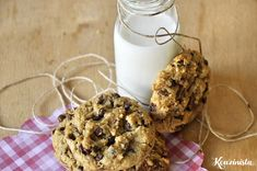 Cookies με ταχίνι, βρώμη και σοκολάτα / Chocolate chip tahini cookies Chocolate Oatmeal, Tahini, Cookies, My Recipes, Glass Of Milk, Biscuits, Cereal, Muffin, Chips