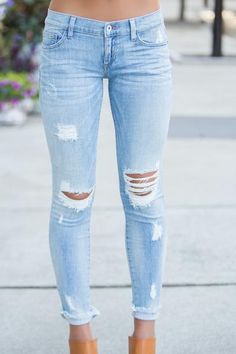 200+ Cute Ripped Jeans Outfits For Winter 2018 #femalefashion #winteroutfits #sweaters #jeans #rippedjeans #fall #ladieswear #womensweater #womensvest #fashioninspiration Ripped Jeans Outfit, Light Ripped Jeans, Ripped Jeans Style, Ripped Jeans For Girls, Light Blue Jeans Outfit, Light Blue Skinny Jeans, Girls Jeans, Jeans Fit, Distressed Skinny Jeans