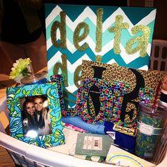 Tri Delta crafts: love the chevron canvas! Pi Beta Phi, Kappa Alpha Theta, Alpha Chi, Delta Sorority, Delta Girl, Tri Delta, Delta Zeta, Big Little Basket, Big Little Gifts