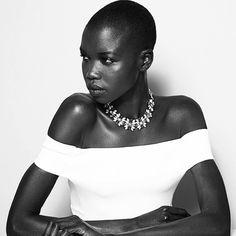 Um post no Instagram da modelo sudanesa Nykhor Paul tem sido alvo de comentários e polêmicas. Ela faz uma crítica à forma como os maquiadores, muitas vezes, são despreparados quanto aos cuidados com a pele de pessoas negras. A modelo, que já foi rosto da Louis Vuitton e desfilou para marcas como John Galliano, Balenciaga e Rick Owens, alega que precisa levar sua própria maquiagem para muitos trabalhos, até mesmo desfiles de grandes marcas, e percebe isto como algo preconceituoso, já que…