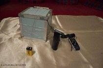 Bild 20 So in etwa sind wir vorgegangen. Wir haben die Box in ein Drahtgitter gepackt und dieses an eine Batterie angeschlossen.