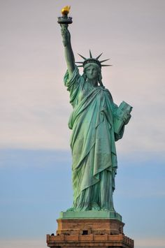 NYC, Statue de la Liberté photo by Yvan Musy ( on Unsplash Photo Statue, Activities In Nyc, New York City Pictures, Free Nyc, Liberty New York, Liberty Island, Ellis Island, City Wallpaper, Usa Tumblr