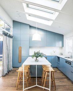 Home tour :: brick box transformed into a modern beach house – Beach House Decor Kitchen Interior, New Kitchen, Kitchen Decor, Kitchen Ideas, Minimal Kitchen, Kitchen Modern, Kitchen Colors, Kitchen Designs, Country Kitchen