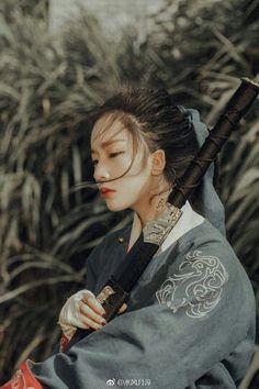 General (Trad to Mod) – katana Female Samurai, Samurai Art, Art Reference Poses, Photo Reference, Human Poses, Portraits, Hanfu, Asian Art, Pretty People