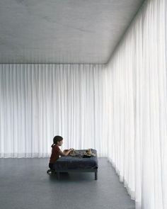 The perfect link in your interior: minimalist in-betweens - Curtains - Ceiling Curtains, Home Curtains, Curtains With Blinds, Sheer Curtains, Curtain Room, House Windows, Blinds For Windows, Minimal Living, Room Setup