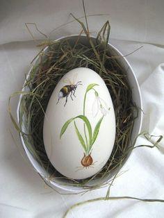 Hand Painted Goose Egg ♥ Source: machlach at DaWanda eggs huevos de pascua Egg Crafts, Easter Crafts, Art D'oeuf, Easter Egg Designs, Ukrainian Easter Eggs, Easter Art, Easter Parade, Easter Celebration, Egg Art