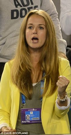 Andy Murray's girlfriend Kim Sears in a yellow blazer from Topshop