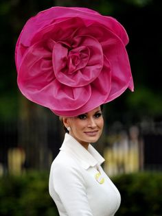 Royal Ascot returns and that can only mean one thing.so has the Philip Treacy fascinator Caroline Reboux, Royal Ascot Hats, Races Fashion, Fashion Hats, Crazy Hats, Fancy Hats, Kentucky Derby Hats, Flower Hats, Pink Hat