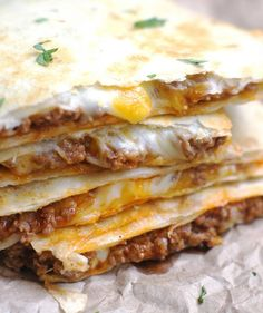 Cheesy Ground Beef Quesadillas – 5 Boys Baker Simple, no-fuss Quesadillas that are slightly crispy, totally cheesy and amazingly delicious! These Cheesy Ground Beef Quesadillas are fantastic! Mexican Dishes, Mexican Food Recipes, Dinner Recipes, Ground Beef Recipes Mexican, Ground Beef Recipes Simple, Lunch Recipes, Ground Beef Recipes For Dinner, Drink Recipes, Smoothie Recipes