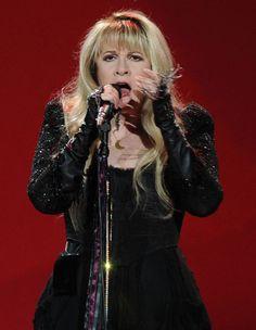 Stevie Nicks Photos - Recording Artist Stevie Nicks performs at Philips Arena on March 24, 2011 in Atlanta, Georgia. - Stevie Nicks Photos - 867 of 981