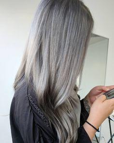 "Acho um ""must"" este cabelo. Big Chop, Love Hair, Gorgeous Hair, Hair Colorful, Grey Hair Inspiration, Ombre Blond, Gray Hair Growing Out, Locks, Blonde Hair Makeup"