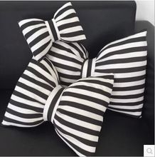 Casa Decorativa bolster Cojín Amortiguador del coche de la raya blanco y negro del bowknot 45*38 emoji emoji almofadas cojines decorativos almohada(China (Mainland))