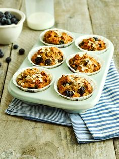 Delicious and hearty Fruity Muffins made with filling and nutritious ingredients, perfect for a grab-and-go back to school breakfast for kids and adults too! #breakfast #backtoschool #breakfastmuffins