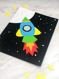 Simple & Fun Rocket Craft For Kids - Fun Activities For Kids - Simple & Fun Rocket Craft For Kids Outer Space Craft For Kids Paper Crafts For Kids, Crafts For Kids To Make, Preschool Crafts, Projects For Kids, Art For Kids, Arts And Crafts, Preschool Kindergarten, Diy Paper, Craft Kids