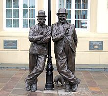 Laurel_and_Hardy_Statue.jpg Statue of Stan Laurel and Oliver Hardy outside the Coronation Hall Theatre, Ulverston, Cumbria, England Laurel And Hardy Museum, Laurel Et Hardy, Stan Laurel Oliver Hardy, Cumbria, Statues, Comedy Duos, Character Development, Silent Film, People Art