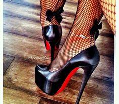 i so want those stockings #platformhighheelspump