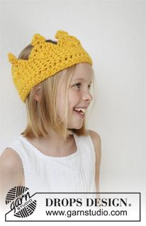 """Queen Guinevere - Crochet DROPS crown with small jewels at the top in """"Eskimo"""". - Free pattern by DROPS Design Babykrone Queen Guinevere - Crochet DROPS crown with small jewels at the top in """"Eskimo"""". - Free pattern by DROPS Design Bonnet Crochet, Crochet Diy, Crochet Girls, Crochet Beanie, Crochet For Kids, Crochet Hats, Crochet Headbands, Drops Design, Knitting Patterns Free"""