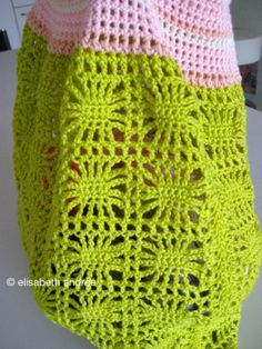 NEW! spiders and stripes bag by elisabeth andrée. ☀CQ #crochet #crafts #DIY.