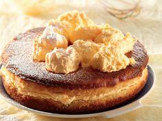 Vlakoek – Pastry World Custard Recipes, Baking Recipes, Kos, Easy Desserts, Dessert Recipes, Cheesecake Recipes, Ma Baker, South African Dishes, Custard Cake