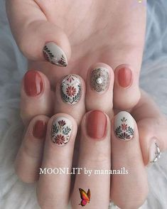 59 Unique boho nail art ideas worth giving a try , hippie nail art designs  <br> These fabulous nail art designs are super unique and so boho, these will give you the trendy looks and give your nails a whole... Cute Nails, Pretty Nails, My Nails, Hippie Nail Art, Bohemian Nails, Almond Nail Art, Almond Nails, Nails Polish, Fall Nail Art