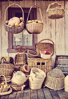 Variety of wicker baskets. Rattan, Puzzle Of The Day, Basket Bag, Wicker Baskets, Basket Weaving, Handicraft, Food Inspiration, Bunt, Picnic