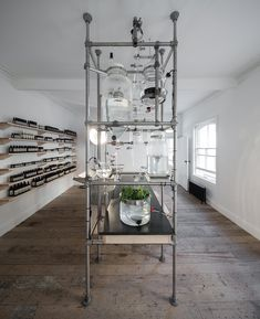 Aesop's in-house design team worked with Parisian architecture and design studio Ciguë to create the interior of their new UK store in Nottingham, with an emphasis on raw, natural materials. Display Design, Store Design, Aesop Store, Boutique Bio, Parisian Architecture, Retail Space, Shop Interiors, Retail Design, Pharmacy Design