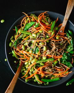 There was a time when we thought 'clean eating' meant eating plain steamed veggies and little else. How na�ve we were. To prove how great (and diverse) a cle