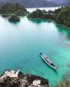 """1,827 Suka, 7 Komentar - Lingkar Indonesia (@lingkarindonesia) di Instagram: """"Puncak Khayangan , Sombori Island , Sulawesi Tengah #lingkarindonesia  Photo by @de.wa_  Thanks for…"""""""