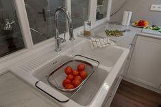Reforma integral en neguri cocinas de estilo clásico de gumuzio&migoya arquitectura e interiorismo clásico Sink, Prada, Food, Home Decor, Ideas, Renovation, Bedrooms, Outfits, Classic Style
