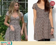 Haley's floral button front dress on Modern Family.  Outfit Details: http://wornontv.net/38876/ #ModernFamily