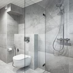 Moderni kylpyhuone│ Laattapiste #kylpyhuoneremontti #laattapiste #harmaa #kivikuosi #moderni #allaskaappi #suihkutila #seinäwc Bathroom Inspo, Master Bathroom, Sauna Design, Bathroom Interior Design, Toilet, Sweet Home, New Homes, Bathtub, House