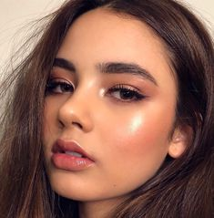 Find out about foundation makeup Glowy Makeup, Highlighter Makeup, Blue Eye Makeup, Kiss Makeup, Makeup For Brown Eyes, Prom Makeup, Bridal Makeup, Natural Makeup, Wedding Makeup