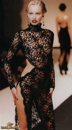 Adriana Sklenarikova-Karembeu - Leonard Ready-To-Wear Fall/Winter 90s Fashion, Couture Fashion, Runway Fashion, Fashion Models, High Fashion, Fashion Show, Fashion Dresses, Fashion Beauty, Vintage Fashion