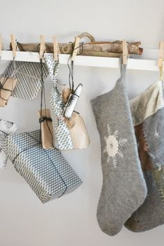 Grey, white and a touch of brown.  Lovely simple and natural Christmas  Siljes blogg: Juletrepose!