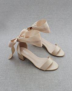 Wedding Shoes Bride, Wedding Shoes Heels, Bride Shoes, Flat Prom Shoes, Champagne Wedding Shoes, Comfy Wedding Shoes, Black Shoes Wedding, Shoes For Prom, Vintage Wedding Shoes