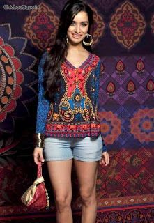 Shraddha Kapoor is the ambassador of the Global Desi Collection, a collection of ready-to-wear Dongri Anita signed.