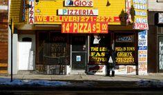 Gigio's Pizza. No es claro sis sus corrdenadas son por el lado de Nueva York o Chicago, pero la imagen es de Kevin Nance.