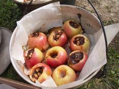 Fyldte æbler over bål