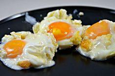 150 g de perle de blé cuites 6 œufs 3 tranches de toastinette au parmesan ou autre Chauffer le four à 240°. Répartir les perles de blé cuites dans les moules à muffins, bien tasser. Répartir les toastinettes de parmesan et les mélanger avec les perles...