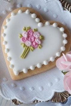 new ideas cupcakes flower bouquet sugar cookies Fancy Cookies, Iced Cookies, Cute Cookies, Royal Icing Cookies, Cupcake Cookies, Sugar Cookies, Heart Cookies, Cookie Favors, Sweet Cookies