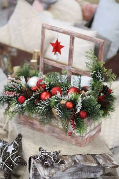 Christmas Wooden Signs, Christmas Wood Crafts, Handmade Christmas Decorations, Christmas Mood, Christmas Wreaths, Holiday Decor, Christmas Floral Arrangements, Flower Arrangements, New Year Diy