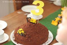 Wunschkind - Herzkind - Nervkind: The excavator birthday - ***KIDS PARTY*** - Kuchen Vegan Breakfast Recipes, Vegan Recipes Easy, Beetroot Dip, Vegan Crackers, Kinds Of Salad, Baggers, Fruit Smoothies, Baby Birthday, Food Design