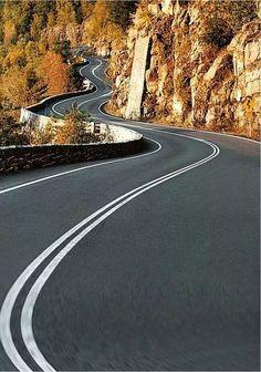 Bucket list - take a road trip Beautiful Roads, Beautiful Landscapes, Beautiful Places, Roads And Streets, Dangerous Roads, Winding Road, Road Trippin, Belle Photo, Paths