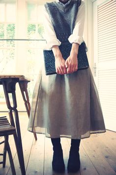 Sanquhar Knitwear ( Scotland) V-neck Vest __ and [dahl'ia ] cotton-linen double layer skirt