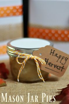 Homemade Gift Idea: Mason Jar Pies are the perfect gift for the holidays as a hostess gift, neighbor gift & more. Add some fun ribbons & tags for any season.